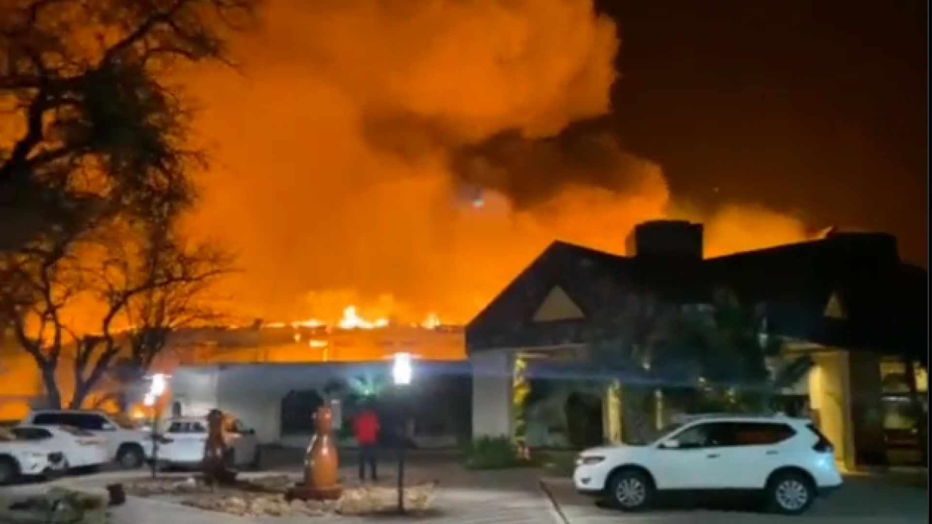 Mmabatho Palms Hotel in Mahikeng catches fire